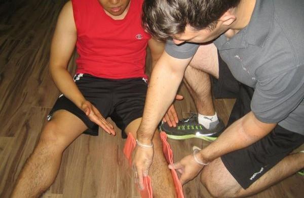 Splinting a Broken leg using a SAM splint